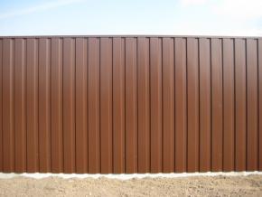 Забор из профнастила. Надежный, легкий и красивый забор.