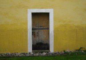Установка стальных железных дверей.