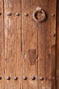 Как правильно установить деревянные двери.